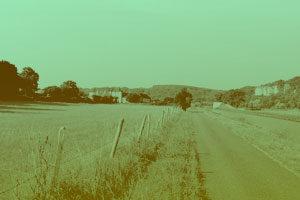 Vue de la Chartreuse de Basseville depuis le canal du Nivernais en été