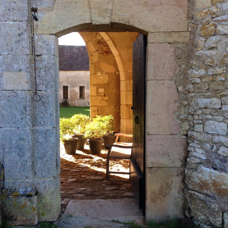 Entrée de la Chartreuse de Basseville, Nièvre.