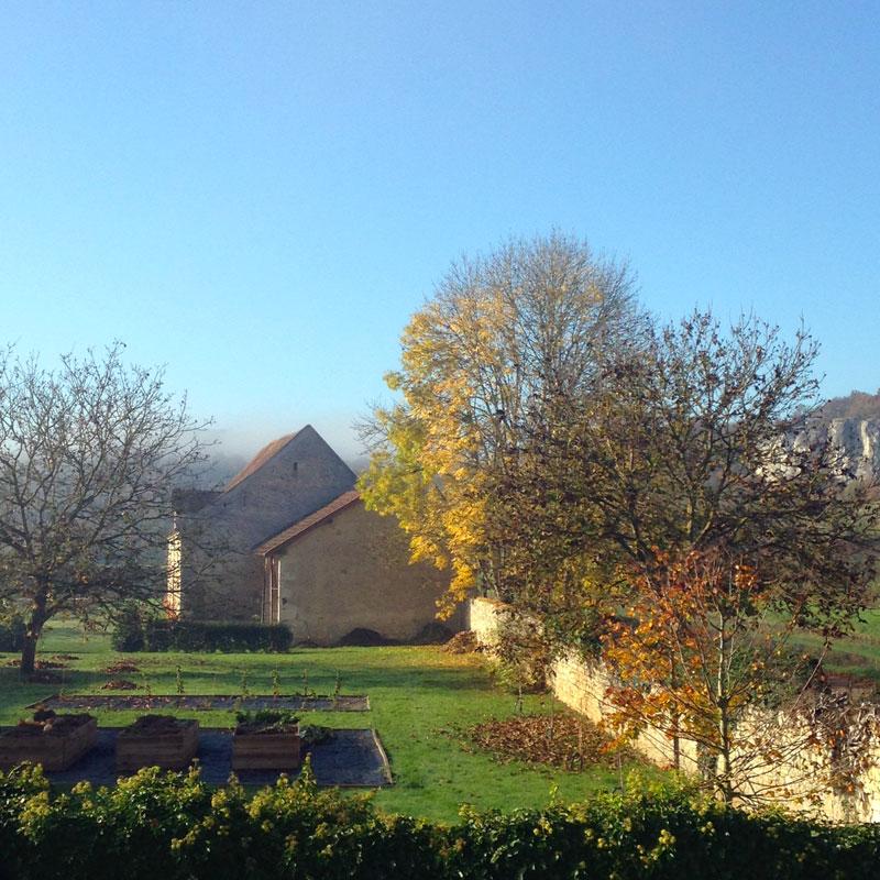 Jardin de la chartreuse de Basseville à l'automne.