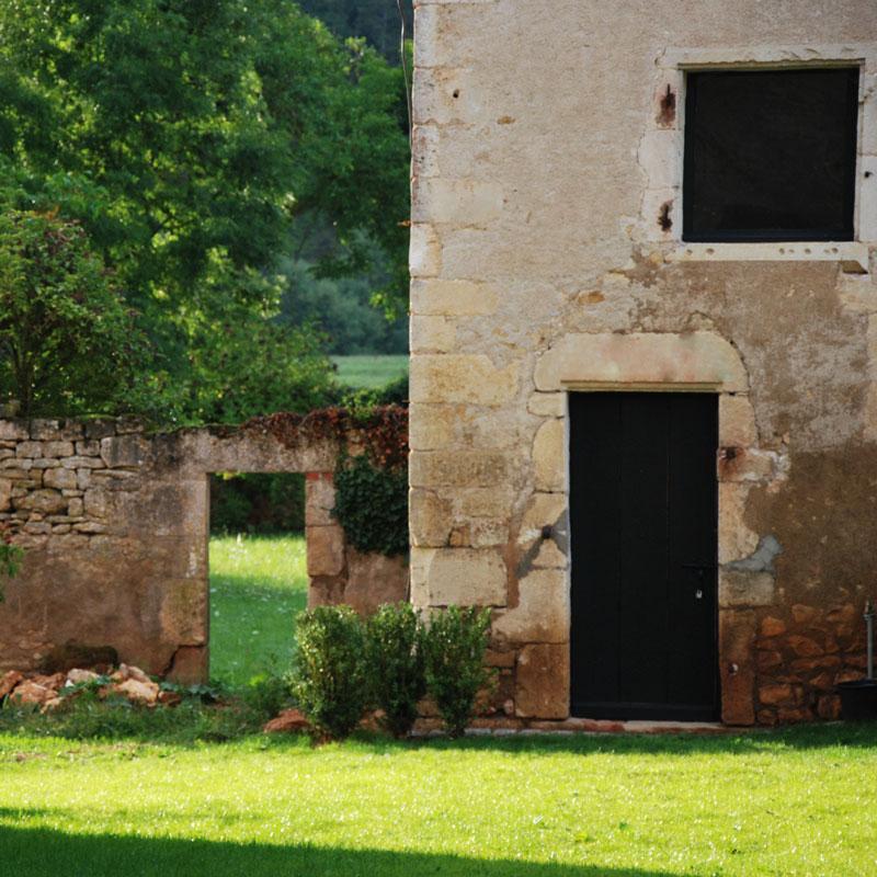 Le jardin, l'été, à la Chartreuse de Basseville.