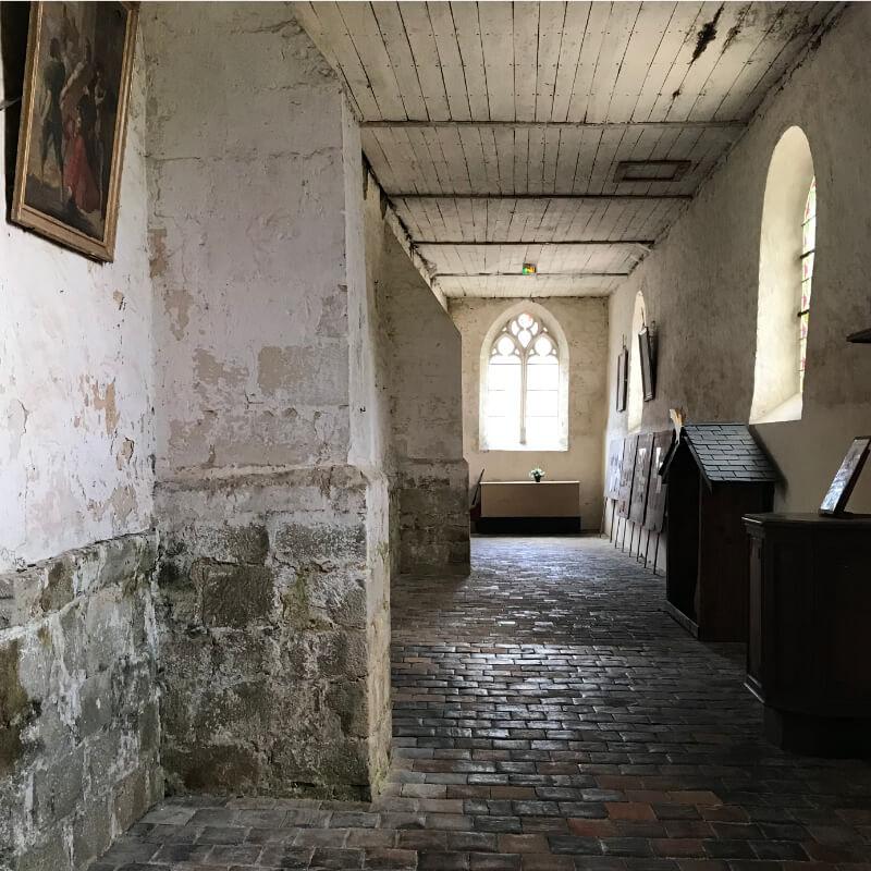 Intérieur de l'église de la Ferté Loupière. Aux alentours de la Chartreuse de Basseville, Nièvre.