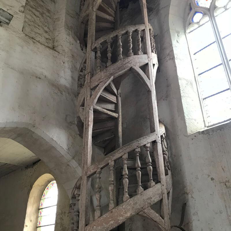Escalier à vis desservant le clocher de l'église de la Ferté Loupière.