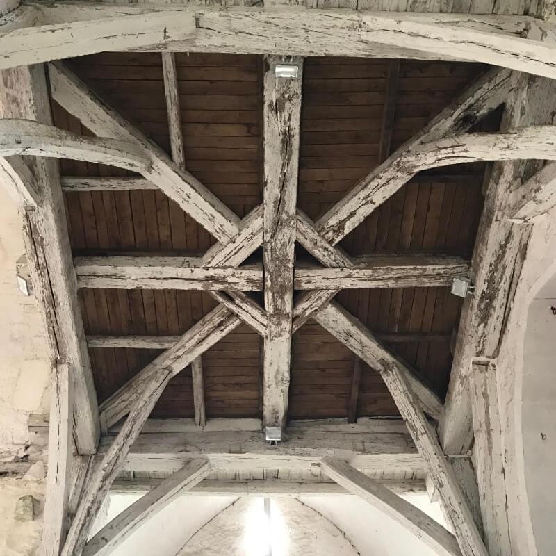 Interieur de l'église de la Ferté Loupière. Aux alentours de la Chartreuse de Basseville, Nièvre.