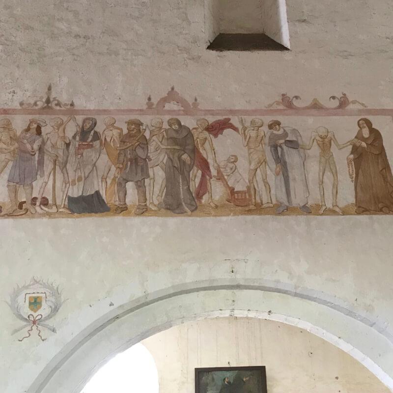 La Danse Macabre de l'église de la Ferté Loupière. Aux alentours de la Chartreuse de Basseville, Nièvre.