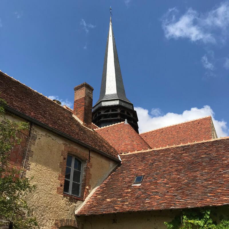 Clocher de l'église de la Ferté Loupière. Aux alentours de la Chartreuse de Basseville, Nièvre.