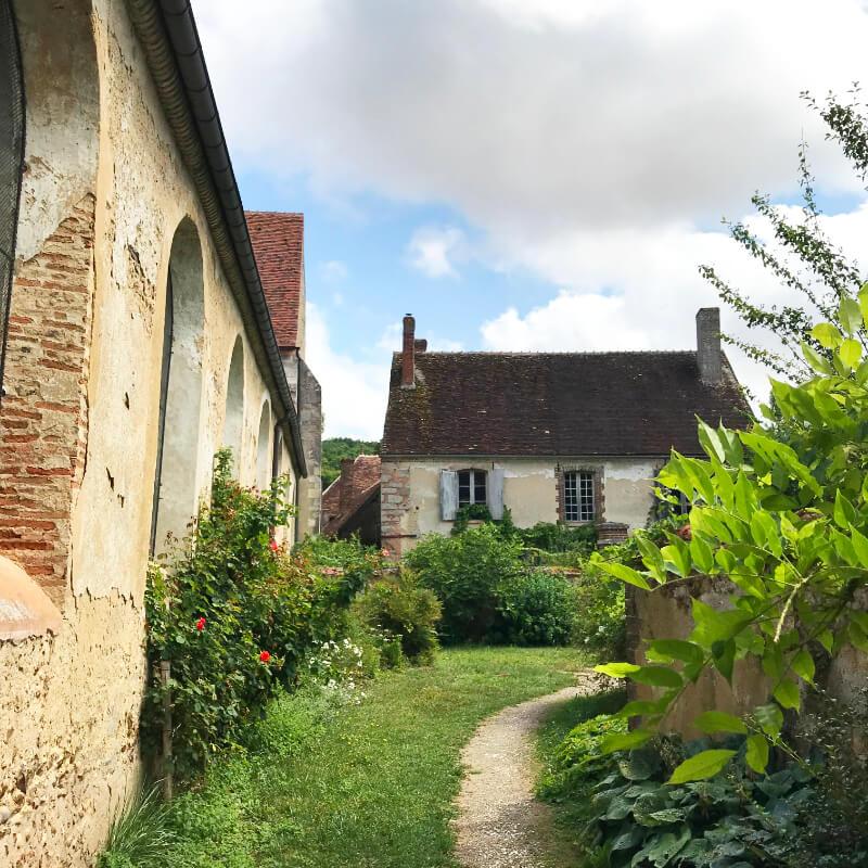 La Ferté Loupière. Aux alentours de la Chartreuse de Basseville, Nièvre.