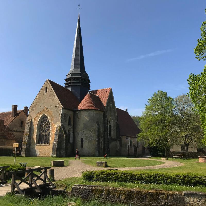L'église de la Ferté Loupière. Aux alentours de la Chartreuse de Basseville, Nièvre.