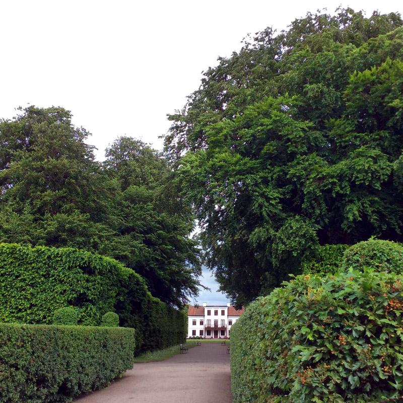 L'entrée du parc Fredriksdal à Helsingborg en Suède. Chartreuse de Basseville.