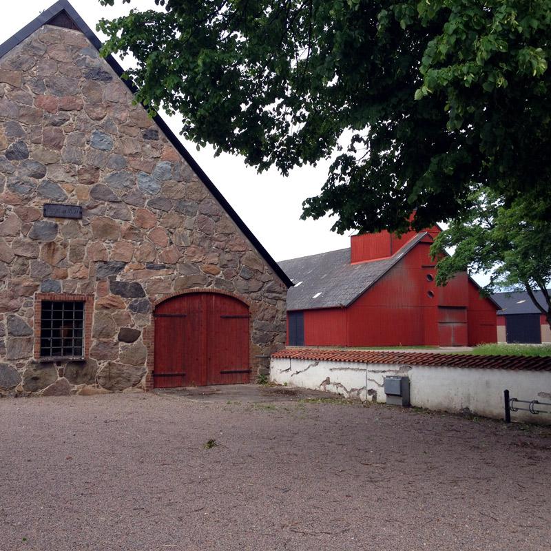 Les granges du château de Gyllenstierna, à Krapperup, Suède. Chartreuse de Basseville.