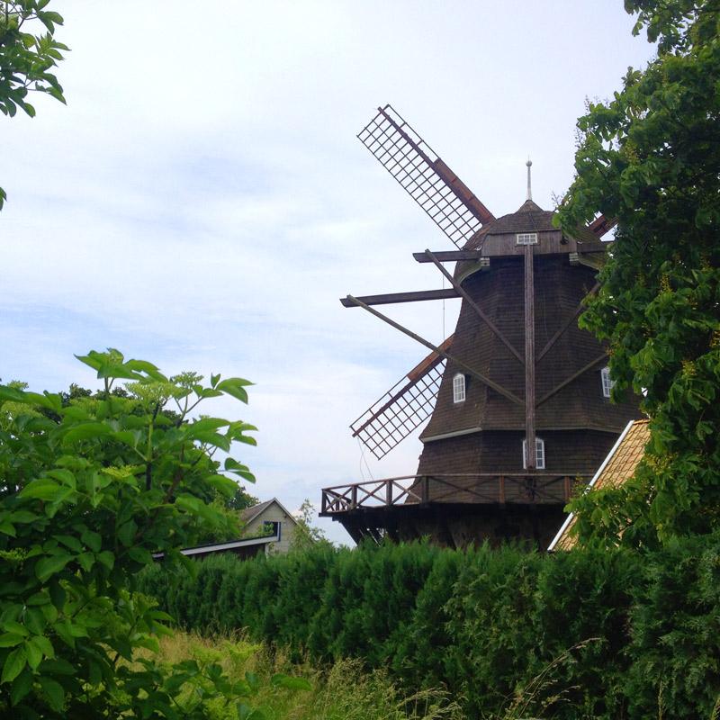 Un moulin à vent près de Skäret en Suède. Chartreuse de Basseville.