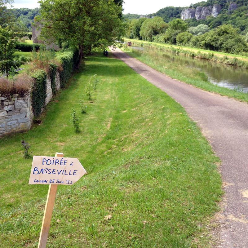 Les bords du canal du Nivernais, en route vers l'hommage à Poirée, juin 2016